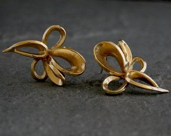 Women's Gift, Gold earring, stud earrings, Floral Gold earring, Gold Flower Stud Earrings, floral Jewelry, Elegant Earrings, Earrings Simple