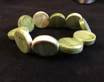 Green flat circle bead elastic bracelet