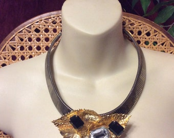 Stretch band collar choker necklace. Rhinestones and gold metal cluster. Free ship to US