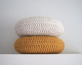 Set of 2. Crochet pillow. Round pillow. Crochet cushion. Coussin crochet. Cojin ganchillo. Crochet home decor. Nursery decor