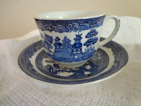 & BLUE WILLOW Johnson Brothers Made in England Tea Cup and