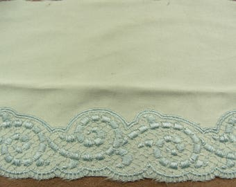 EMBROIDERY / lace - 12 cm on green satin
