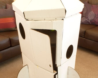 Space Adventure' Rocket Play Tent out of Cardboard-