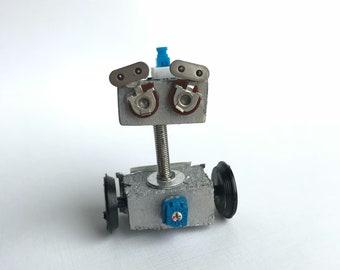 QT-1 Fidget Bot Tiny Robot Sculpture