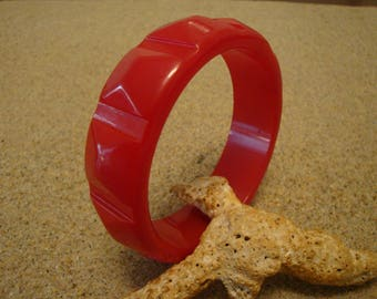 Gorgeous Vintage Bakelite Bracelet! Bright Cherry Red w/ Pyramid Shaped Facets!!