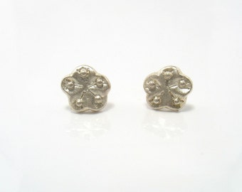Sandy Flower - sand matte silver studs with gold posts