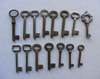 15 Vintage Old Keys