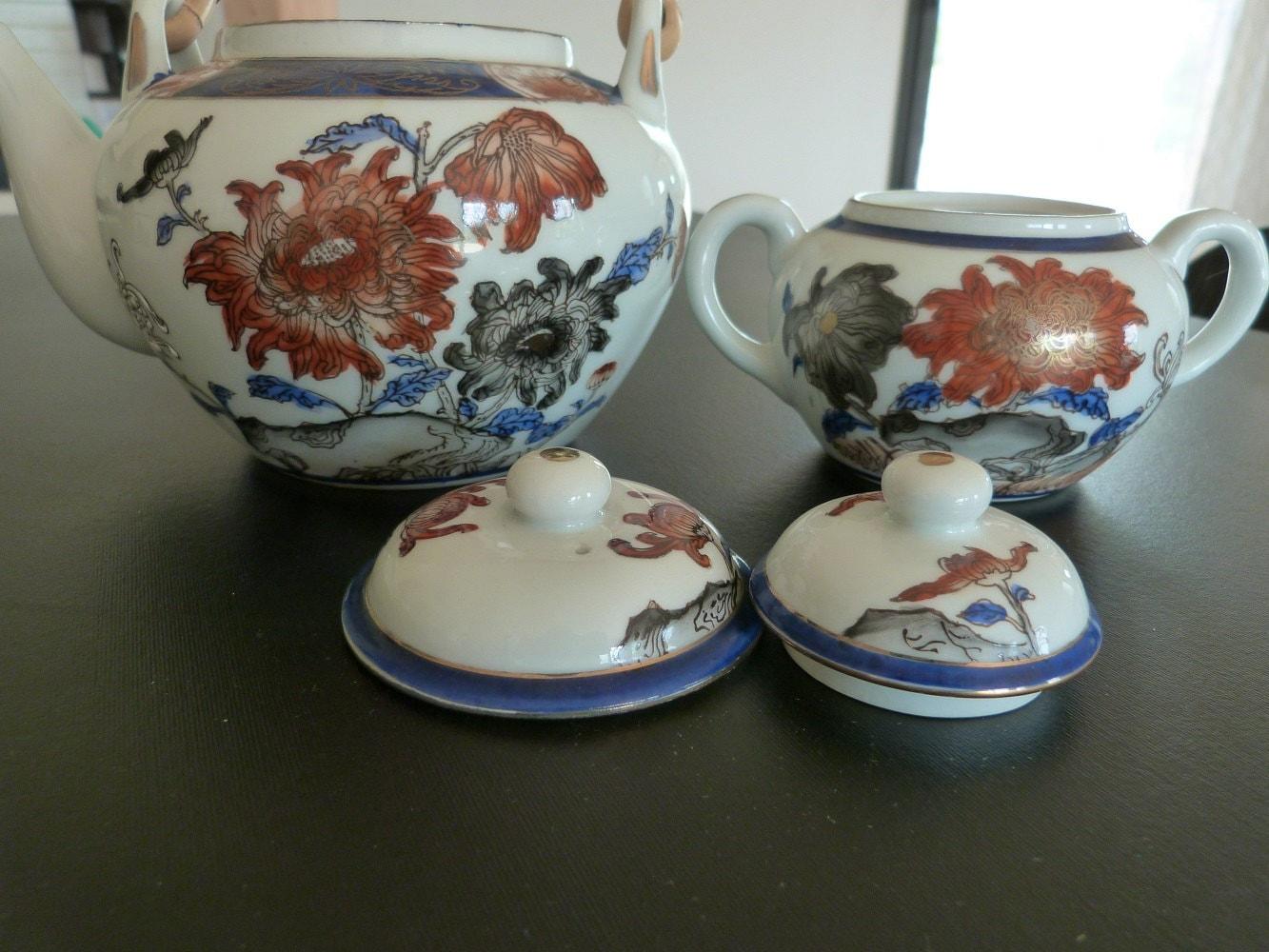 th i re en porcelaine japonaise et le sucre bo te dans les. Black Bedroom Furniture Sets. Home Design Ideas