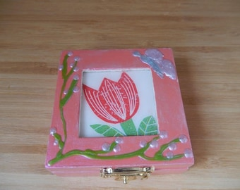 Pink jewelry box with Tulip design