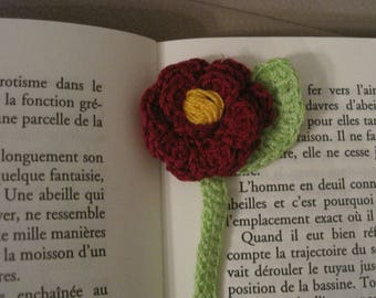 A HANDAMADE CROCHET BOOKMARK