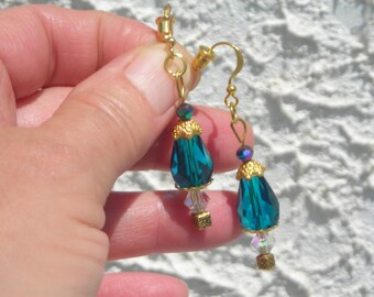 Elegant Victorian style capped EMERALD c. tear drop & aurora borealis Swarovski CRYSTAL beads earrings.