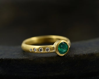 Emerald Gold Ring - Emerald Ring in 18 ct Yellow Gold - Emerald Diamond Engagement Ring - Solitaire Ring - Made to order
