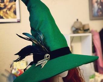 Assistant personnalisé sorcière fantaisie chapeau pointu avec ruban/plumes
