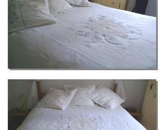 Duvet cover linen application Sun highlighted with antique lace