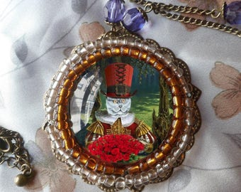 large baroque necklace with round and cat portrait: beautiful Red Hat