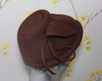 Vintage 1950s Chocolate Brown Felt Topper Hat Little Brown Hat with Side Leaf Feature Ladies Brown Felt Hat