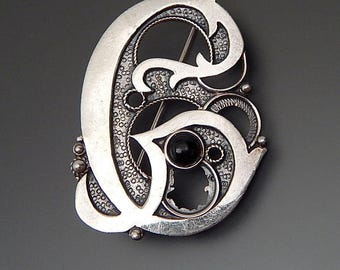 Vintage sterling silver black onyx cabochon swirly letter G brooch pin