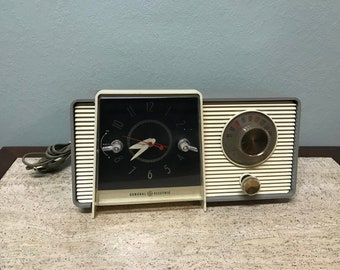 Vintage General Electric Tube Clock Radio