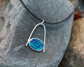 Pau Shell Blue and Green pendant. Sterling Silver. Statement necklace. Gorgeous. Shell