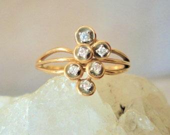 An exquisite 14k Gold 8 carat Diamond Ring****