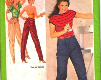 Simplicity 9358 Woman Loose-Fitting, Back Yoke, Front Pleat, Front Fly, Tapered Jeans Sewing Pattern Size 6-8 Vintage 1970s