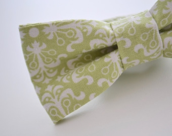 Boys Bow Tie in Light Green Damask, Boys Green Bow Tie, Green Wedding, Wedding Bow Ties, Ring Bearer Bow Tie, Bow Ties for Boys