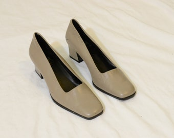 WHAT'S WHAT Taupe Block Heels Size 7.5
