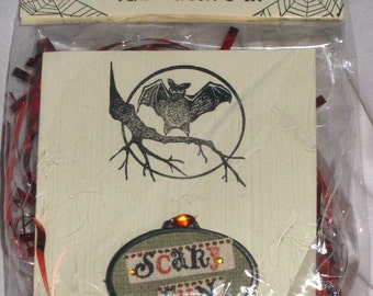 "OVAL ""SCARY FUN"" HALLoWEEN - PiN BRooCH - Halloween Jewelry, Decor, Spooky, Holiday, Fun"