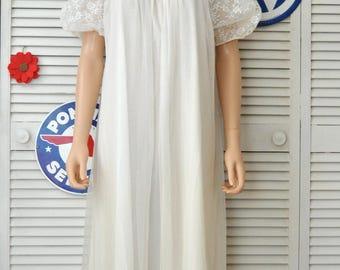 Vintage Womens Peignoir Set Nightgown  Robe  60s 70s Lingerie 2 Piece Full Length Lace & Ribbon Bridal Set Honeymoon small Medium White