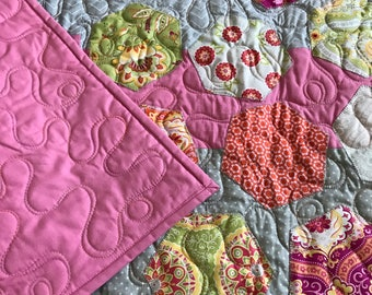Modern Hexagon Appliqué and Pieced Baby Quilt