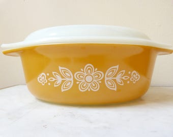Vintage Pyrex 043 Butterfly Gold 1-1/2 Quart Covered Casserole