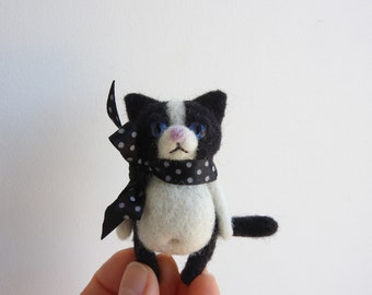 Needle felted Cat brooch / Eco friendly jewerly / Mother's Day / Handmade gift / Handmade brooch / Handmade jewerly / Cat lover gift