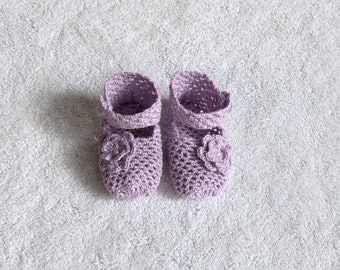 Hand Knit Baby Shoe Gift - Lilac - Ankle Strap - Knit Flower - Gender Reveal - Babyshower Gift - Baby Girl - Pregnancy Reveal - Knit Booties