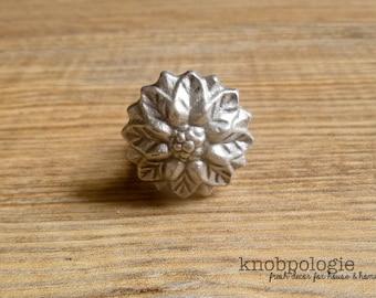 "1.25"" Pewter Flower Metal Knob - Small Silver Flower Knob - Rustic Shabby Chic Drawer Pull - Decorative Knob - Cabinet Decor"