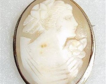 Lovely Vintage Shell Cameo Brooch-Pendant