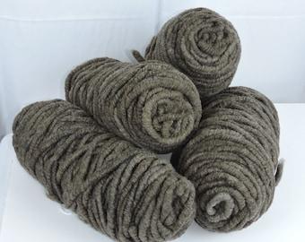 Super Bulky Yarn Black Charcoal Rug Yarn Bump 81 yards