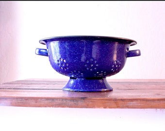 Vintage Blue Speckled Colander // Farmhouse Display