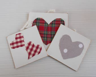Decorations for home and Christmas tree in fabric and wood with hearts.