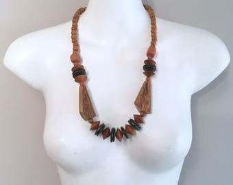 1980s chunky wooden beaded necklace
