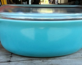 """Baby Blue Pyrex """"RARE"""" 1 1/2 quart covered casserole dish. LIke """"New"""" condition"""