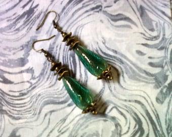 Vert bleu et les boucles d'oreilles en laiton (1486)