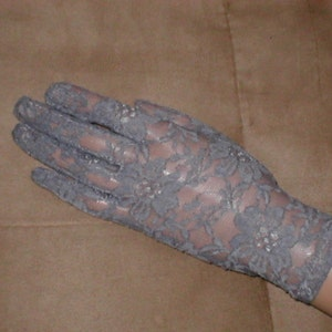 Vintage GREY Lace wrist-length Gloves