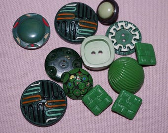 Green set of 13 vintage buttons