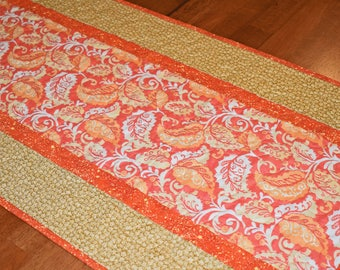 Fall Leaves Quilted Table Runner, Autumn Table Runner, Tan Gold Table Runner, Fall Runner, Fall Table Decor, Fall Harvest Decor, Table Quilt