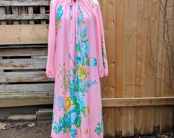 Vintage 1960's Pink Full Length Mr ROBERT Front Zipper Nylon Polyester Robe Night Gown / Moo Moo / Caftan