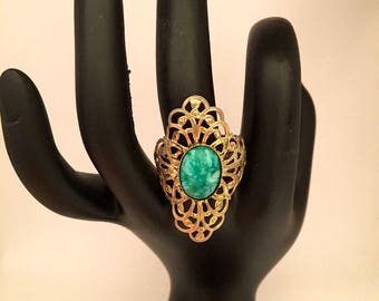 Vintage Art Nouveau Ring Green Cabochon in Gold Tone Filigree Setting  ~ Size 10