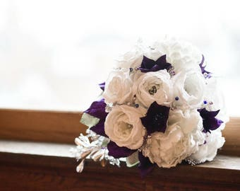Beautiful hand made bridal bouquet with 5 matching bridesmaids and 1 flower girl bouquet.