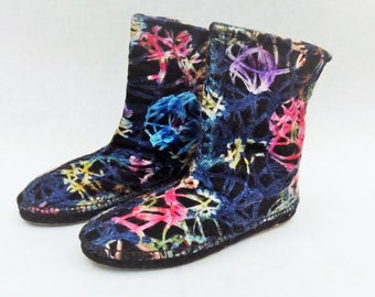 Flat boots with soles of espadrilles