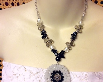 Vintage 1980's black and white glass beaded necklace.
