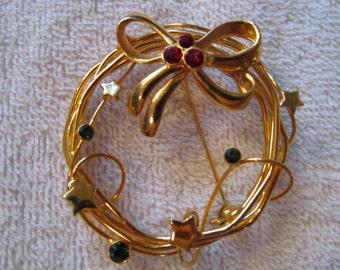 Beautiful Gold Spiral Christmas Wreath Pin/Brooch